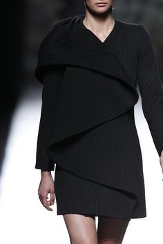 Sculptural Fashion with beautifully structured 3D construction, elegantly wrapped & folded // Amaya Arzuaga Fall 2014