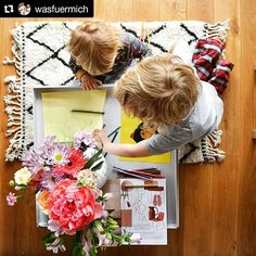 Amazing photo by @claudiaschauman. Drawing for them, magazines for Claudia. #lazyday #kreativekinder #SukhiSpring #Sukhi  #kidsofig #kidsplay #kidsdrawing #decorvibe #woodfloors #beniourain #flowersofapril #springjoy #choosewool #moroccan #artisans #ha