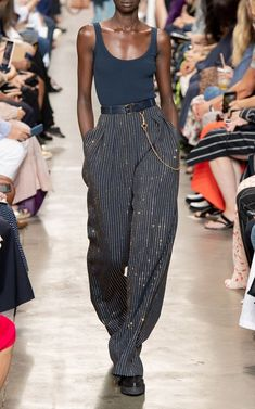 Looks Chic, Looks Style, Couture Fashion, Runway Fashion, Womens Fashion, Mode Streetwear, Streetwear Fashion, Look Fashion, Fashion Show