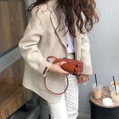 Minimal Fashion, White Fashion, Spring Fashion, Cool Style, My Style, Korean Fashion Trends, Parisian Style, Aesthetic Fashion, Streetwear