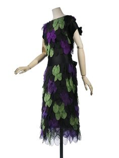 "Dress 1921 Madeleine Vionnet Silk Chiffon, Chiffon Petal Applications The dress was named ""Essuie-plume"" Photo Les Arts Décoratifs, Paris /Patrick Gries Front 1 20s Fashion, Edwardian Fashion, Fashion History, Art Deco Fashion, Fashion Dresses, Vintage Fashion, Fashion Design, Fashion Tips, Madeleine Vionnet"