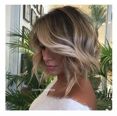 The balayage hair and the short blonde hairstyles are the hottest topics in this year! You can see the balayage hair everywhere now. Ombre hair is trendy. Balayage Bob, Hair Color Balayage, Caramel Balayage, Short Balayage, Baylage Short Hair, Bronde Bob, Balayage Hairstyle, Caramel Blonde, Caramel Color