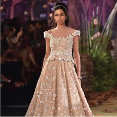 Browse through the latest blouse styles in look at the neckline, sleeves and details and pick one that suits your body type Bridal Lehenga Images, Latest Bridal Lehenga, Indian Bridal Lehenga, Golden Lehenga, Red Lehenga, Blouse Styles, Blouse Designs, Sabrina Neckline, Indian Blouse