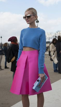 color blocking a blue crop sweater with a pink pleated skirt... really stark but pretty!