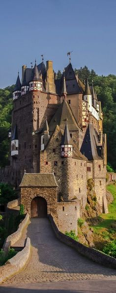 Burg Eltz castle on the edge of the Mosel Valley, Germany.
