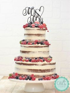 Hochzeitstorten beeren naked cake al cioccolato con frutti di bosco country chocolat mariage cake cake country cake recipes cake simple cake vintage Wedding Cake Rustic, Beautiful Wedding Cakes, Elegant Wedding, Chocolate Naked Cake, Bolos Naked Cake, Pear And Almond Cake, Wedding Cakes With Cupcakes, Wedding Cake Designs, Savoury Cake