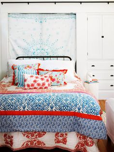 Good bedroom decorating tips: Storage, functional for you, light, inviting bedding, layered shades/blinds Decor, Room, Simple Headboard, Home Decor Bedroom, Home Bedroom, Home Decor, Bedroom Decorating Tips, Bedroom Inspirations, Small Bedroom