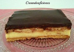 Grandma's pie, with homemade custard (in Spanish) Just Desserts, Delicious Desserts, Dessert Recipes, Yummy Food, Spanish Chocolate, Cuban Cuisine, Sweet Tarts, Cake Shop, Food Truck