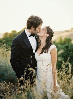 top classic autumn winter country Wedding pose