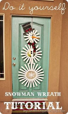 DIY Holiday Sunburst Snowman Wreath (Can also do the large one as a midcentury modern wall hanging! Diy Christmas Door Decorations, Christmas Wreaths To Make, Homemade Christmas, Holiday Wreaths, Christmas Projects, Holiday Crafts, Christmas Holidays, Christmas Ornaments, Diy Decoration