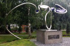 Olavi Virta syntyi 27. helmikuuta 1915 Sysmässä. Siksipä sieltä löytyy parikin kappaletta Olavi Virran muistomerkkejä. #sysma #finland