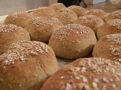 kuitupitoiset kaurasämpylät - Kotikokki.net - reseptit Margarita, Hamburger, Bread, Food, Essen, Margaritas, Hamburgers, Breads, Baking