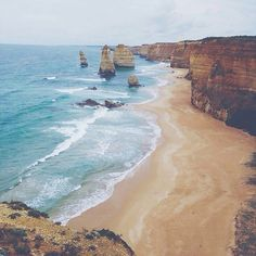 ...aaand another one of the 12 apostles (eventhough there are only 10 of them)  // #12apostles #greatoceanroad #australia #travel #thegreatoceanroad #the12apostles #great #ocean #road #roadtrip #cloudy #victoria #sea #rock #vscocam #vsco #waves #blue #color #colorful by annasilvo