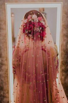 Ideas Indian Bridal Hairstyles With Dupatta Wedding Beautiful Bridal Dupatta, Indian Bridal Lehenga, Pakistani Bridal, Lehenga Wedding, Designer Bridal Lehenga, Indian Bridal Makeup, Bridal Looks, Bridal Style, Bridal Bun