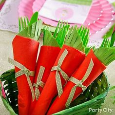 Give your Easter tablescape a garden theme with this DIY 24-carrot cutlery idea! Click for how-to details!