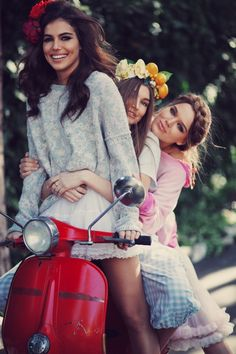 """Wildfox are living the sweet life with """"La Dolce Vita"""" look book Scooter Girl, Vespa Girl, Vespa Scooters, Piaggio Vespa, Scooter Motorcycle, Up Girl, Girly Girl, Mode Style, Wildfox"""
