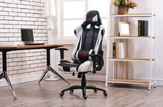 Gaming chair in cool office http://xxsly.tumblr.com