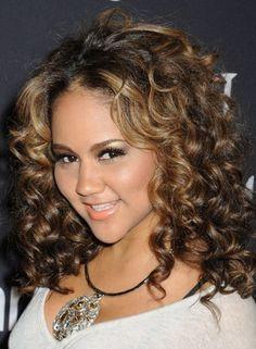 Cute for tight curly hair face framing highlights. Tight Curly Hair, Short Natural Curly Hair, Long To Short Hair, Medium Curly, Hair Medium, Hair Styles 2014, Medium Hair Styles, Curly Hair Styles, Natural Hair Styles