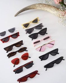 26 Amazing Retro Sunglasses Trending Today vintage glasse… (With images) Round Lens Sunglasses, Cute Sunglasses, Trending Sunglasses, Sunglasses Women, Vintage Sunglasses, Cat Eye Sunglasses, Set Fashion, Fashion Accessories, Spring Fashion