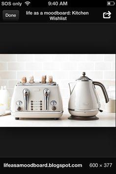 Vintage kettle and toaster Kettle And Toaster, Bowl Set, Kitchen Appliances, Vintage, Diy Kitchen Appliances, Home Appliances, Vintage Comics, Kitchen Gadgets