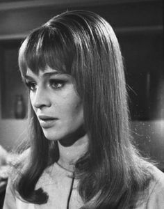 Julie Christie in 'Darling' - Such a strong face . So many great films: Darling, Dr Zhivago, Far From The Madding Crowd, The Go-Between, Don't Look Now . Julie Christie, Vintage Hairstyles, Hairstyles With Bangs, Dr Zhivago, Doctor Zhivago, Retro Updo, Life Magazine, Magazine Photos, 60s Hair