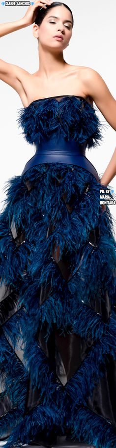 Isabel Sanchis F/W 2019-20 Color Fashion, Blue Fashion, Fashion 2020, Fashion Design, Accessorize Fashion, Evening Party Gowns, Glamour, Midnight Blue, Shades Of Blue