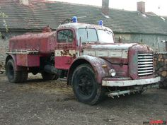 Skoda 706 R fire truck Old Trucks, Fire Trucks, Beast From The East, Tractor, Cars And Motorcycles, Jeep, Antique Cars, Classic Cars, Ghosts