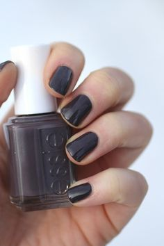 December Nail Polish Favourites : Essie Smokin' Hot | Essie Envy