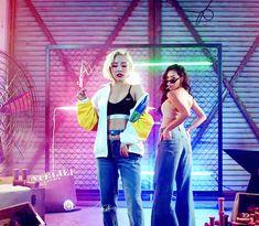 Hwasa and Wheein Kpop Girl Groups, Korean Girl Groups, Kpop Girls, K Pop, Gif Kpop, Wheein Mamamoo, You Are Cute, Wattpad, Soyeon
