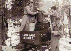Lotta Svärd keeping the soldiers fed.