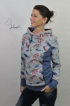 Patron Sweat à capuche pour femme Stina T. Smalino sweat á capuche pour femme Stina - exemple 2 chez Makerist Sweatshirts Online, Hooded Sweatshirts, Hoodies For Teens, Pull Sweat, Sweat Dress, Hobbies For Women, Hoodie Pattern, Sewing Clothes, Dress Sewing