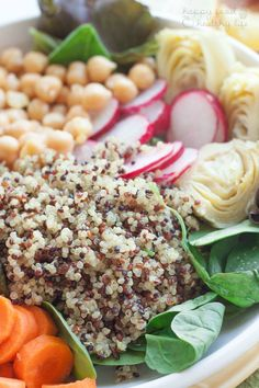 """Tri-Color Quinoa Salad - This healthy vegetarian salad is full of cleansing vegetables that help you """"reset"""" when you need lots of nutrients. (Via @happyfoodholly)"""