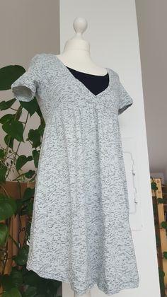 """Das nächste Kleid ist entstanden, diesmal ein""""Mutti-Kleid""""aus mintgrauem und schwarzem Jersey von buttinette. Verlinkt bei: Kugelbauch Linkparty"""