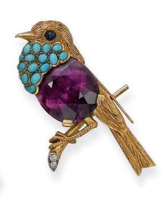 A Cartier Amethyst, and Turquoise Bird Brooch. Insect Jewelry, Bird Jewelry, Animal Jewelry, Jewelry Art, Antique Jewelry, Vintage Jewelry, Jewelry Design, Jewellery, Cartier Jewelry