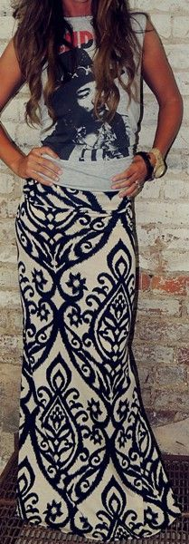 Damask Maxi dress paired with t-shirt. women's fashion and street style. Fashion Mode, Look Fashion, Fashion Beauty, Looks Style, Style Me, Boho Style, Mode Boho, Look Chic, Mode Inspiration