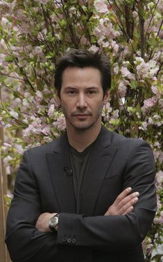 If you ask me who is one of the coolest actors in this globe? I would utterly point this man: Keanu Reeves