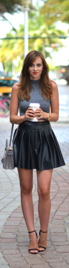 I like the black leather skirt but I don't like the grey crop top. Mode Outfits, Skirt Outfits, Stylish Outfits, Grey Crop Top, Crop Tops, Cropped Top, Fall Winter Outfits, Summer Outfits, Vynil