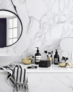 48 Stunning Black Marble Bathroom Design Ideas 48 Stunning Black Marble Bathroom Design Ideas Marble Has Been A Well Known Building Material For Quite A Long Time Innumerable Gems Have Been Made Out Of Stunning Black Marble Bathroom Design Ideas 08 Marble Interior, Bathroom Interior Design, Bathroom Styling, Interior Decorating, Monochrome Interior, Bathroom Inspiration, Interior Inspiration, Black Marble Bathroom, Marble Bathrooms