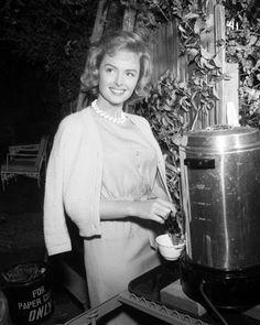 Vintage Glamour Girls: Donna Reed