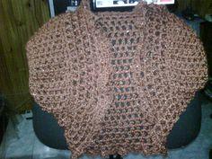 chaleco con brillito color rubio dorado todo a crochet!!