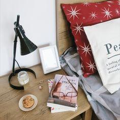 Jojo Moyes ... 📖 Credit foto: @andreea_goia 📸  #bookstagram #book #booklover #books #bookphotography #bookaddict #bookstagrammer #bookaholic #bookcommunity #bookclub #read #reading #readmorebooks Bookstagram, Gift Wrapping, Feelings, Reading, Gifts, Instagram, Gift Wrapping Paper, Presents, Wrapping Gifts