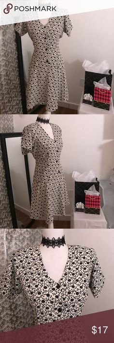 Short sleeve floral print dress Xl has shoulder pads Dresses