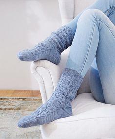 Ohuet palmikkosukat naiselle ja miehelle– katso ohje - Kotiliesi.fi High Socks, Fashion, Moda, Thigh High Socks, Fashion Styles, Stockings, Fashion Illustrations