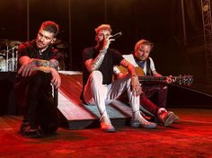 .@TheBrentSmith @ZMyersOfficial & @machinegunkelly @Shinedown performing at ROCK USA at Ford Festival Park in Oshkosh WI   .  @officialrusa   . #Shinedown #ZachMyers #BrentSmith - facebook.com/ShinedownsNation