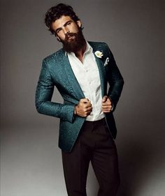 Dimitris Alexandrou by Alvaro Beamud Cortes for Vogue Spain - love the blazer Hipster Wedding, Beard Model, Vogue Spain, Mein Style, Well Dressed Men, Beard Styles, Men Looks, Dress Codes, Gorgeous Men