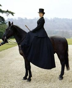 the-garden-of-delights: Michelle Dockery as Lady Mary Crawley in Downton Abbey Dickens on the Square costumes and parade idea for me and Ainsleigh