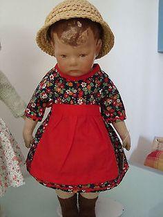 Kleid-mit-Schuerze-passt-KK-Puppe-1-breite-Huefte-Puppe-43-cm-ca