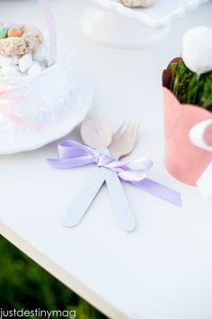 Childrens Easter Party Ideas: Embossed Spoons #lifestylecrafts