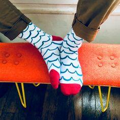 La chaussette POISSON BORDEAUX est un appel aux vacances. Motifs doux et allure classe, tout ce qu'on aime ! Bordeaux, Costume, Knee Boots, Platform, Motifs, Heels, Fashion, Bobby Socks, Blue