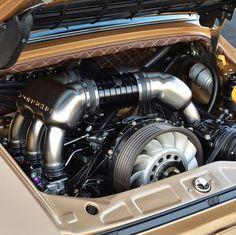 This Gold Custom Porsche Is Sex On Wheels - Airows Porsche 911 Engine, Porsche 911 S, Classic Car Show, Classic Cars, Chrysler Convertible, Custom Porsche, Singer Porsche, Singer Vehicle Design, Vintage Race Car